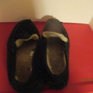 SLIPPERS VINTAGE SIZE 10.5 MEN'S IS THE SHOE SIZE